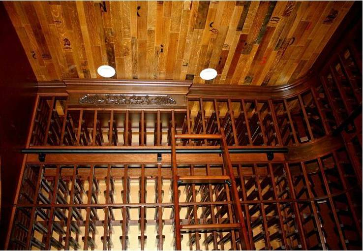Wooden Wine Cellar Roling Ladder with Metal Railings